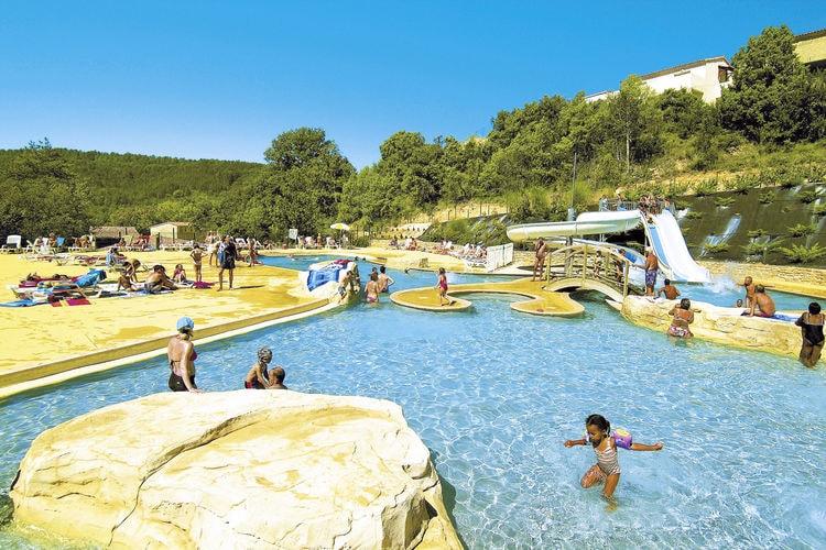 Gezellig appartement op ruim vakantiepark met groot zwembad gelegen in Salavas