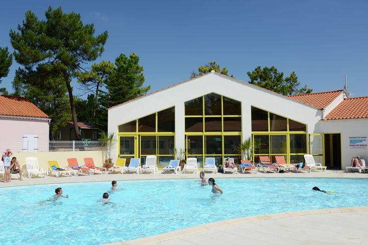 Vakantiehuizen Frankrijk | Pays-de-la-loire | Chalet te huur in Saint-Hilaire-De-Riez met zwembad  met wifi 4 personen