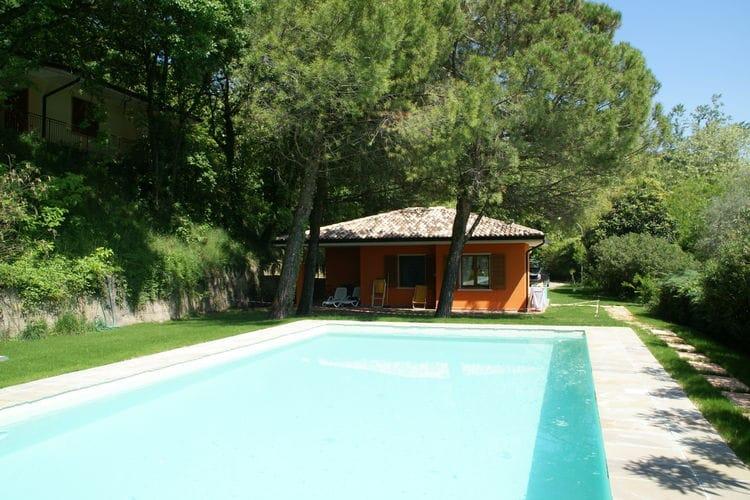 Vrijstaande bungalow, privéterras en gemeenschappelijk zwembad, in de buurt van het Gardameer
