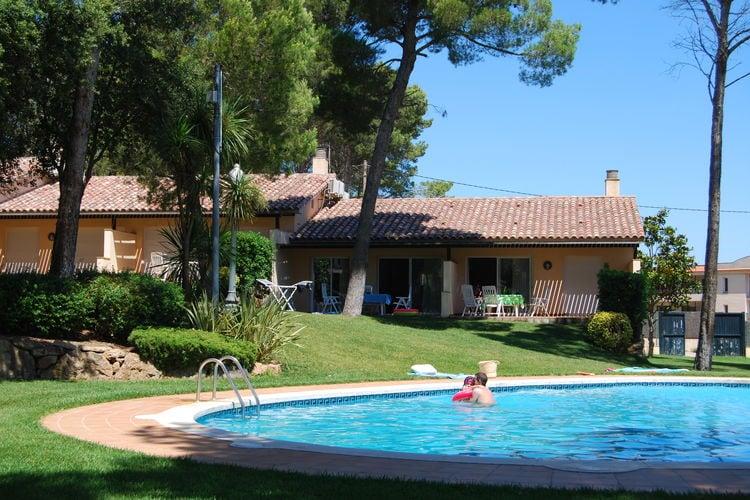 Spanje Bungalows te huur Fijne bungalow bij zwembad in bosrijke omgeving vlakbij strand van Playa de Pals