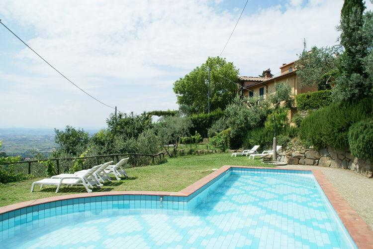 Vakantiehuis met zwembad met wifi  Lamporecchio  Borgo Patrizia Barco Reale