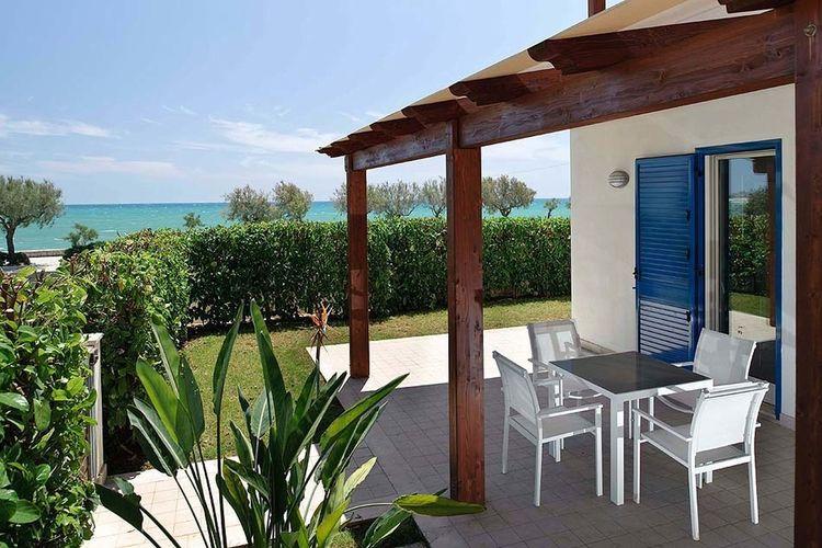 Vakantiewoning huren in Marina-di-Modica -   met wifi  voor 5 personen  Dit appartement op de begane grond..