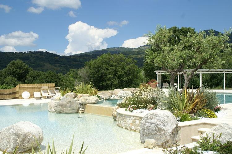 Vakantiehuis met zwembad met wifi  ArcidossoPodere Vallerona La Caciaia