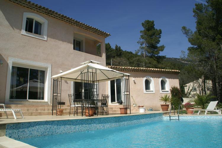 Bargemon Vakantiewoningen te huur Villa met fraai uitzicht en privézwembad bij Bargemon (2 km)