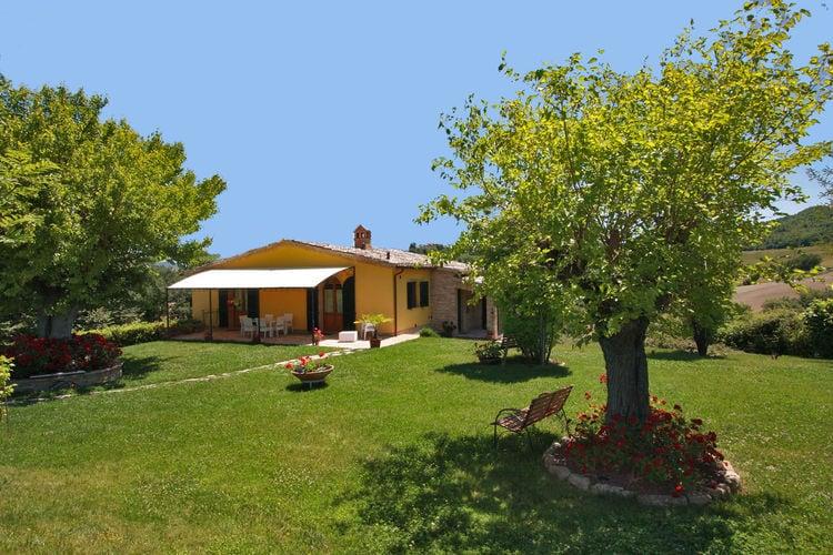 Villa huren in Pergola - met zwembad  met wifi met zwembad voor 8 personen  Deze zeer stijlvol ingerichte vill..
