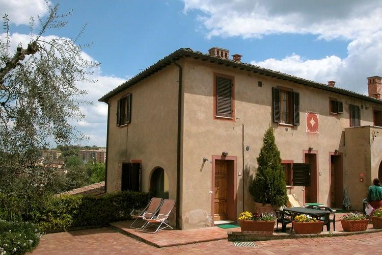 Vakantiewoning met zwembad met wifi  Siena  Ruime vakantiewoning voor vijf personen in oude 17-eeuwse casa colonica