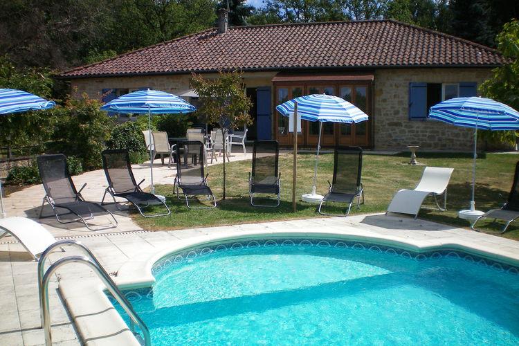 Vrijstaand vakantiehuis aan Dordogne met ruim terras en eigen zwembad