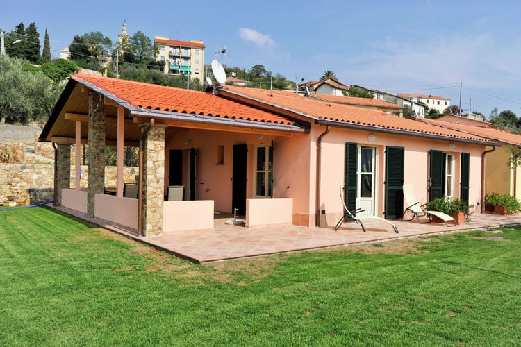 Italie | Lig | Vakantiehuis te huur in Tovo-san-Giacomo met zwembad  met wifi 4 personen