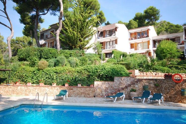 Appartement vlakbij het strand van Llafranch met mooi zwembad met zonneterras