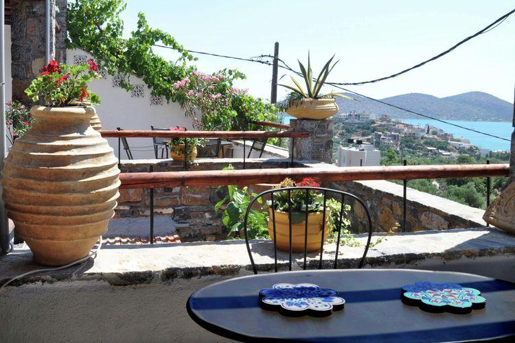 Vakantiehuis  met wifi  Elounda  Traditionele villa in Kreta nabij de zee