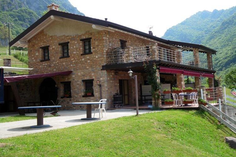 Vakantiehuizen Italie | Italiaanse-Meren | Chalet te huur in Marone met zwembad  met wifi 4 personen