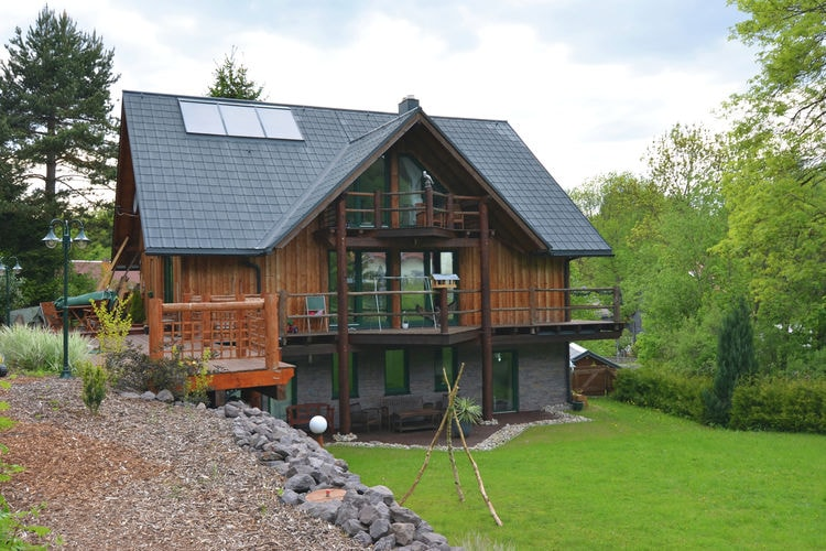 Thuringen Vakantiewoningen te huur Moderne woning in het Thüringer Wald met open haard, infraroodsauna en terras