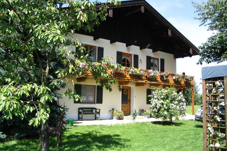 Beieren Vakantiewoningen te huur Vakantiehuis met tuin en twee aparte woongedeelten in de buurt van de Chiemsee