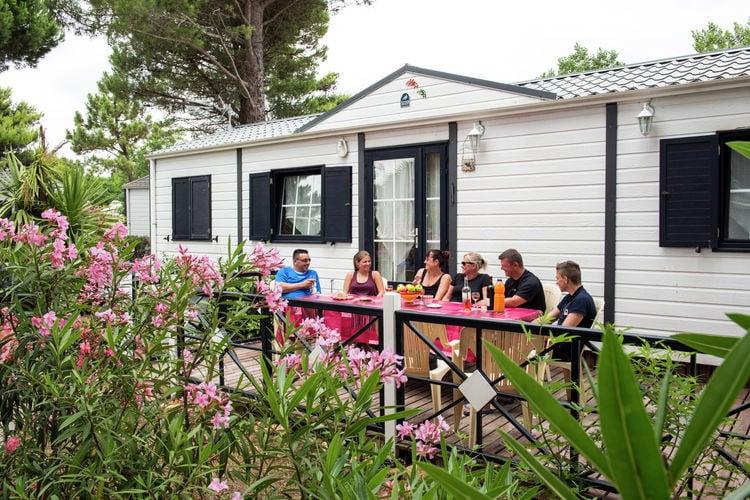 Vrijstaande mobile home op 900m van de Middellandse Zee