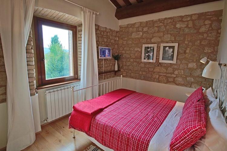Vakantiehuizen Italie | Umbrie | Vakantiehuis te huur in Foligno-Loc-Tenne met zwembad  met wifi 5 personen