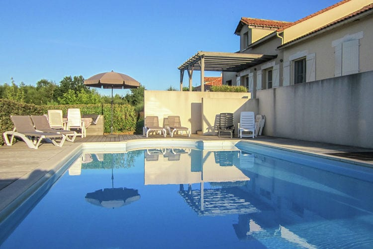 Villa met zwembad met wifi  DordogneLa Haute Prèze 36 près de la Dordogne