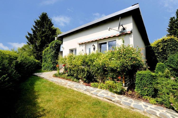 Vakantiewoning    Boevange-Clervaux  Comfortabele en gezellige kleine bungalow met tuin, terras en mooi uitzicht.