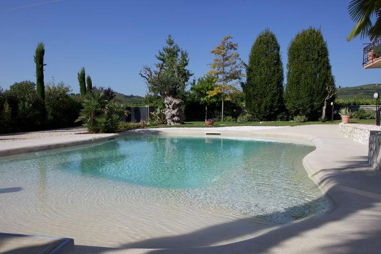 Appartement met zwembad met wifi  VenetoVilla Scaligera monolocale