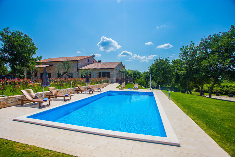 Appartement met zwembad met wifi  Sveti-LovrecGuest House Jakici with Shared Pool \/ Apartments Jakici I with Pool View , on horse ranch