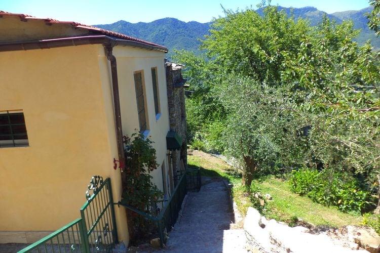 Vakantiewoning    Stellanello  Ligurische boerderij met uitzicht op de vallei