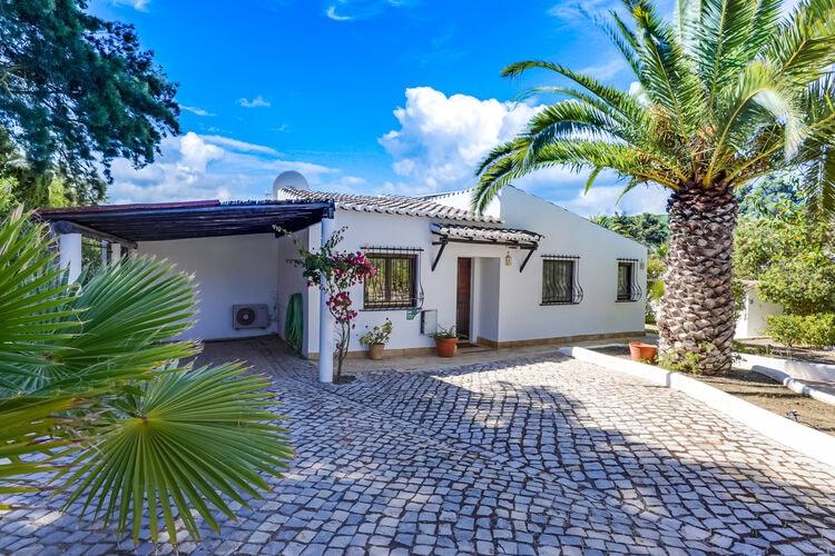 Vakantiehuizen Portugal | Algarve | Villa te huur in Carvoeiro met zwembad  met wifi 6 personen