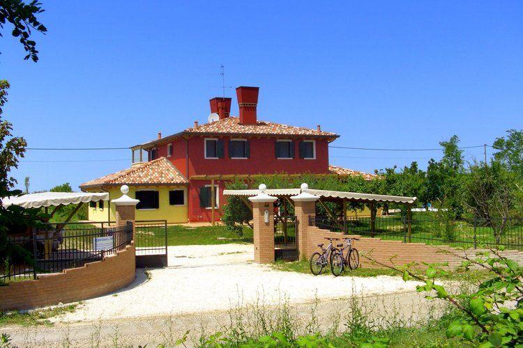 Jesolo Vakantiewoningen te huur Leuk appartement op de begane grond in een vakantiehuis met zwembad aan de lagune van Venetië