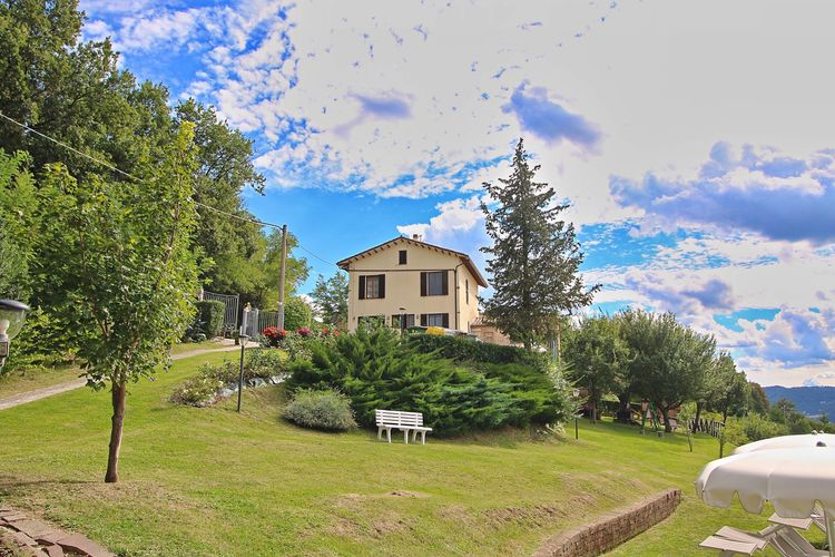 Marche Vakantiewoningen te huur Vakantiehuis in Piticchio in een prachtig landschap