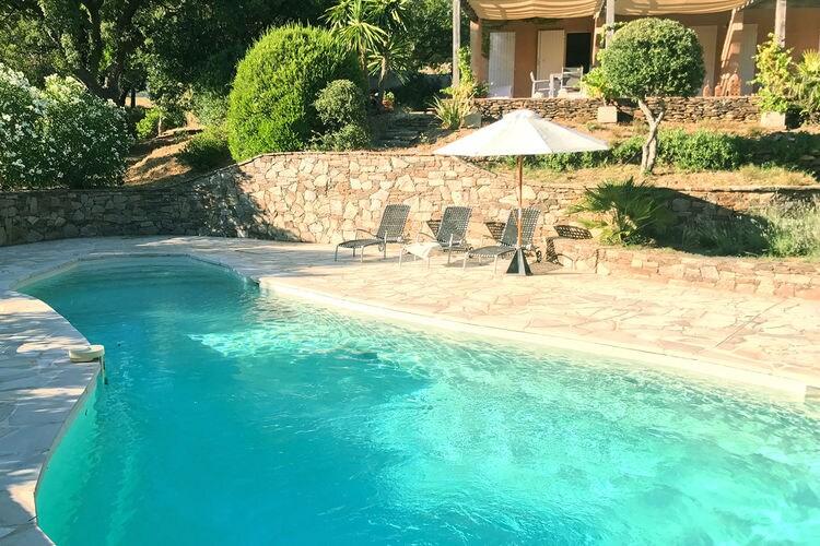 Cogolin Vakantiewoningen te huur Stijlvolle villa met drie suites en privézwembad bij Grimaud en Saint-Tropez