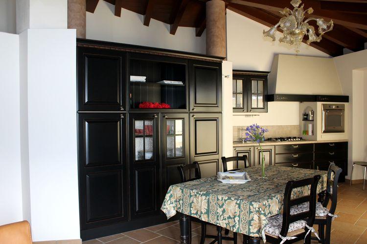 Appartement Italië, Italiaanse Meren, Marone Appartement IT-25054-13