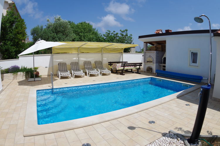 Appartement met zwembad met wifi  VinkuranHouse Mia