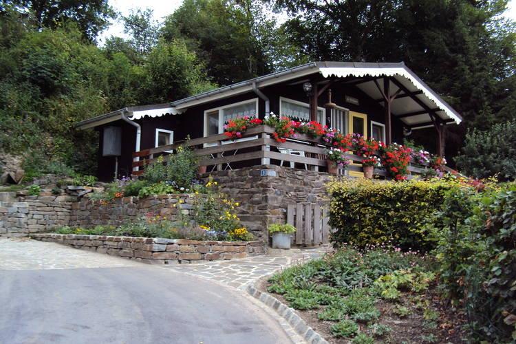 Chalet  met wifi  Sassel  Gezellig chalet met veranda, terras, grote tuin en prachtig uitzicht