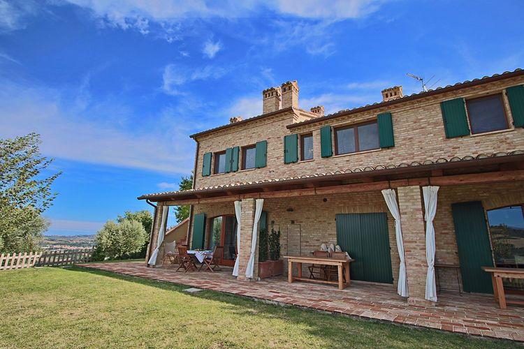 Montelabbate Vakantiewoningen te huur Landhuis met 4 appartementen omgeven door groen, privéterras en gedeeld zwembad