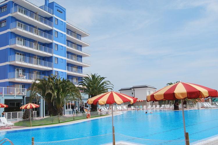 Deze moderne appartementen bevinden zich in een faciliteitrijke residentie met privéstrand