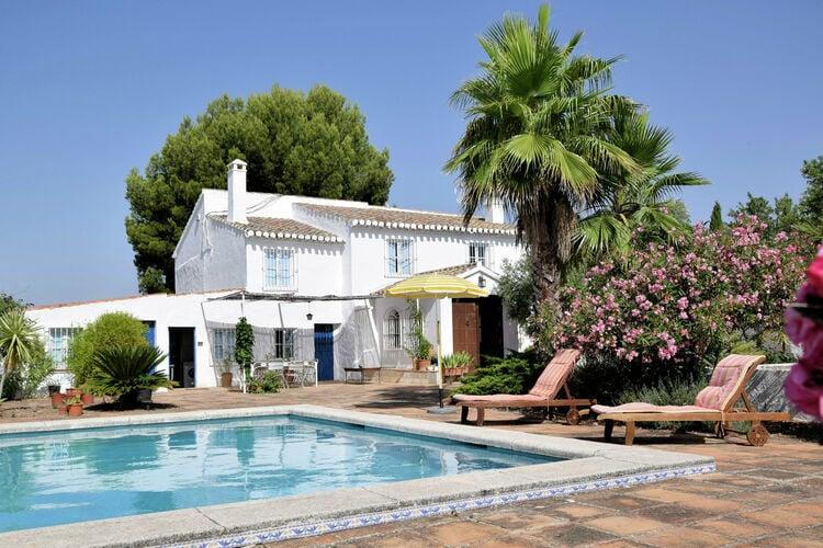 Villa met zwembad met wifi aan zee AndaluciaFinca  Los tres Alcornoques