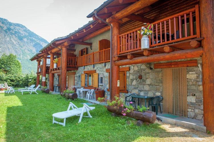 Dit chaletdorp ligt in een rustige wijk van Antey Saint André