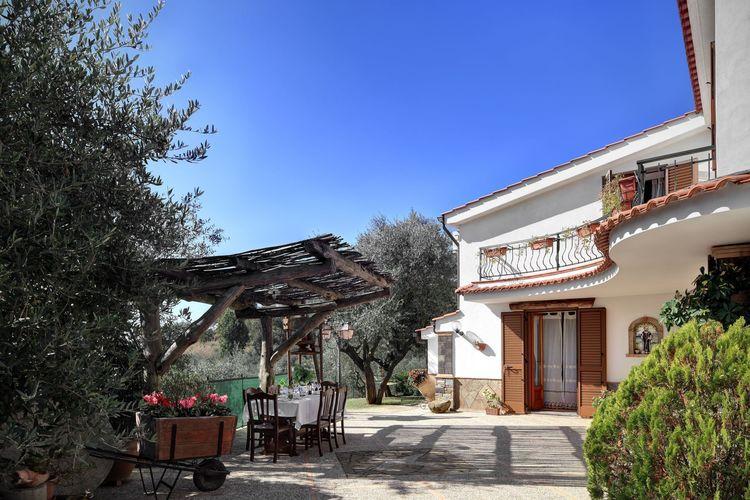 Campania Vakantiewoningen te huur Vrijstaande villa met privé zwembad, pizza-oven, barbecue en poolbiljart