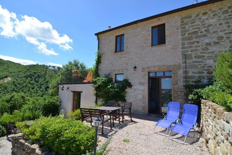 Vakantiewoning  met wifi  Pergola  Appartement in gerestaureerde boerderij, mooi uitzicht over de heuvels & zwembad