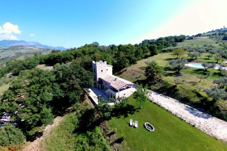 Abruzzo Villas te huur Villa met toren tussen de olijfbomen met privézwembad, mooi uitzicht