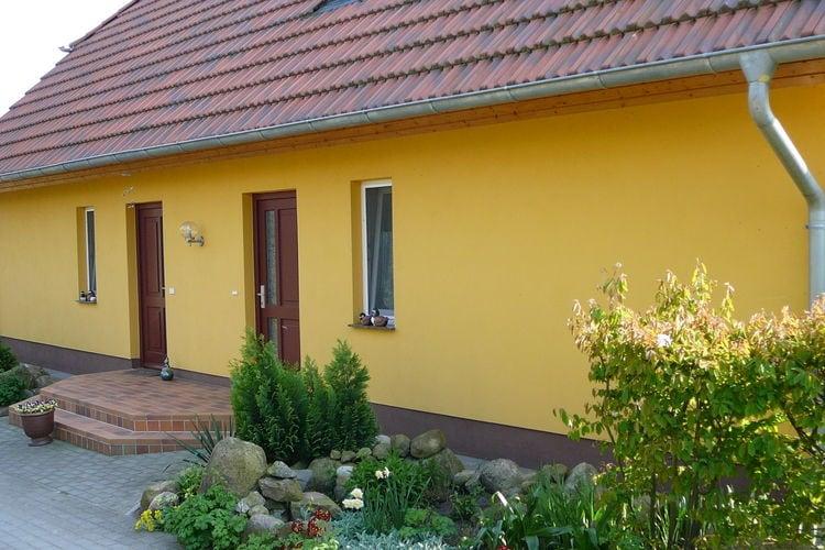 Usedom Vakantiewoningen te huur Comfortabel zolderkamerappartement aan een meer in Usedom