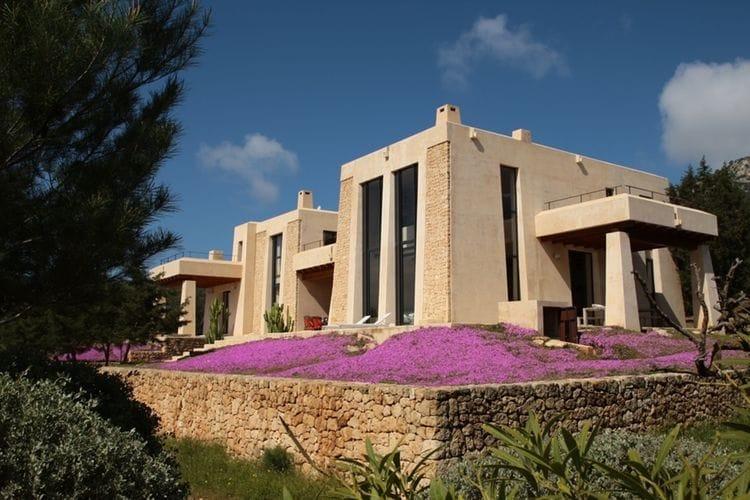 Villa met zwembad met wifi  Es Cubells  Teresita