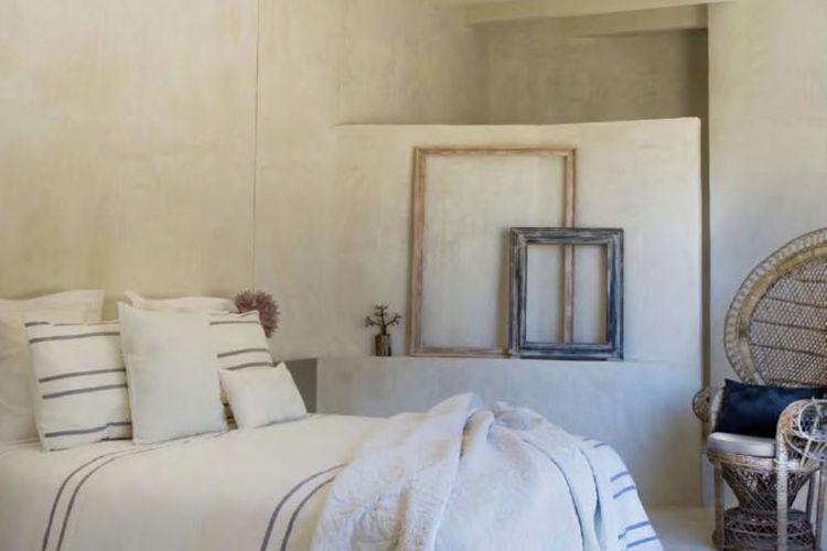 Ref: ES-00834-01 3 Bedrooms Price