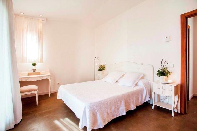 Ref: ES-00838-01 4 Bedrooms Price