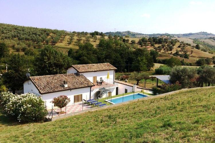 Woning Italie | Abruzzo | Vakantiehuis te huur in Picciano met zwembad  met wifi 7 personen