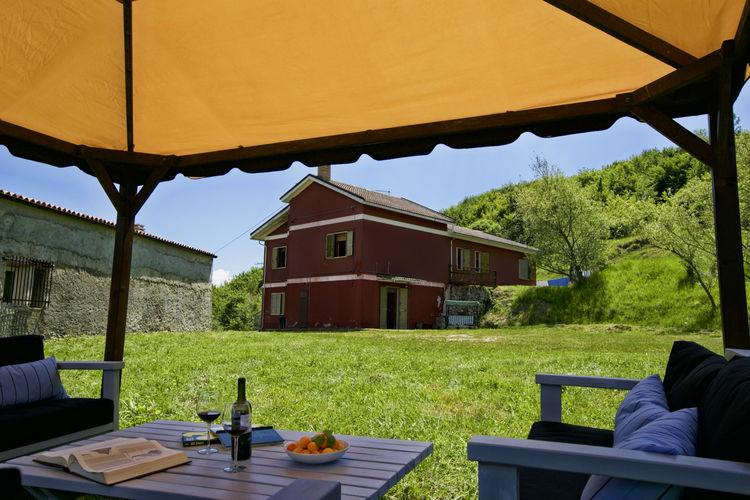 Italie Vakantiewoningen te huur Vrijstaand huis in de bergen met adembenemend uitzicht