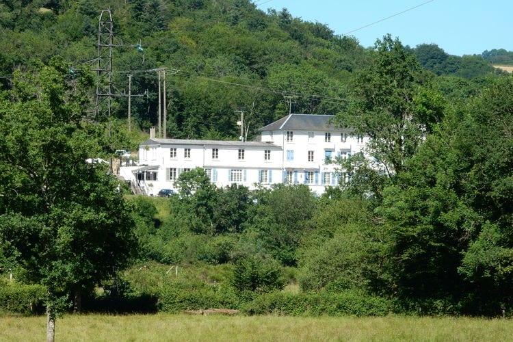 Vakantiewoning huren in Bourgogne -   met wifi  voor 40 personen  Een voormalig hotel op een geweldi..
