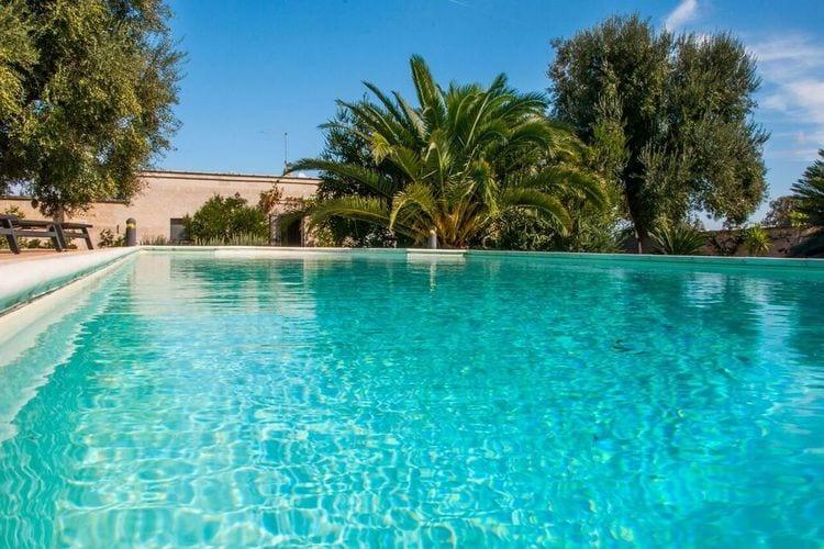 Puglia Villas te huur Villa met comfortabele buitenruimte en zwembad alleen gedeeld met de eigenaar
