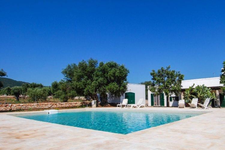 Villa met zwembad met wifi  Monopoli  Villa met prive zwembad en barbecue. De rustieke inrichting maakt het uniek