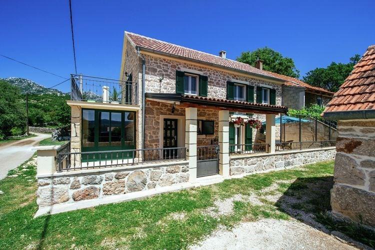 Kroatie | Dalmatie | Vakantiehuis te huur in Obrovac   met wifi 6 personen