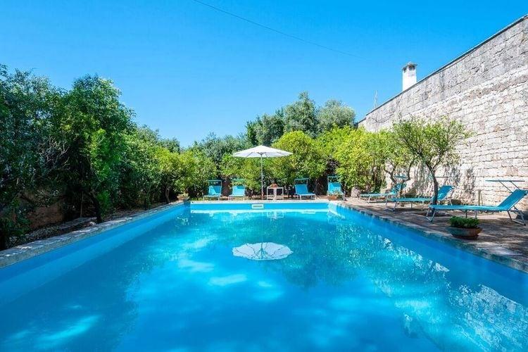 Puglia Vakantiewoningen te huur En luxe en ruime masseria met privé zwembad op 1 hectare privé grond