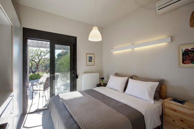 Ref: GR-37400-01 3 Bedrooms Price